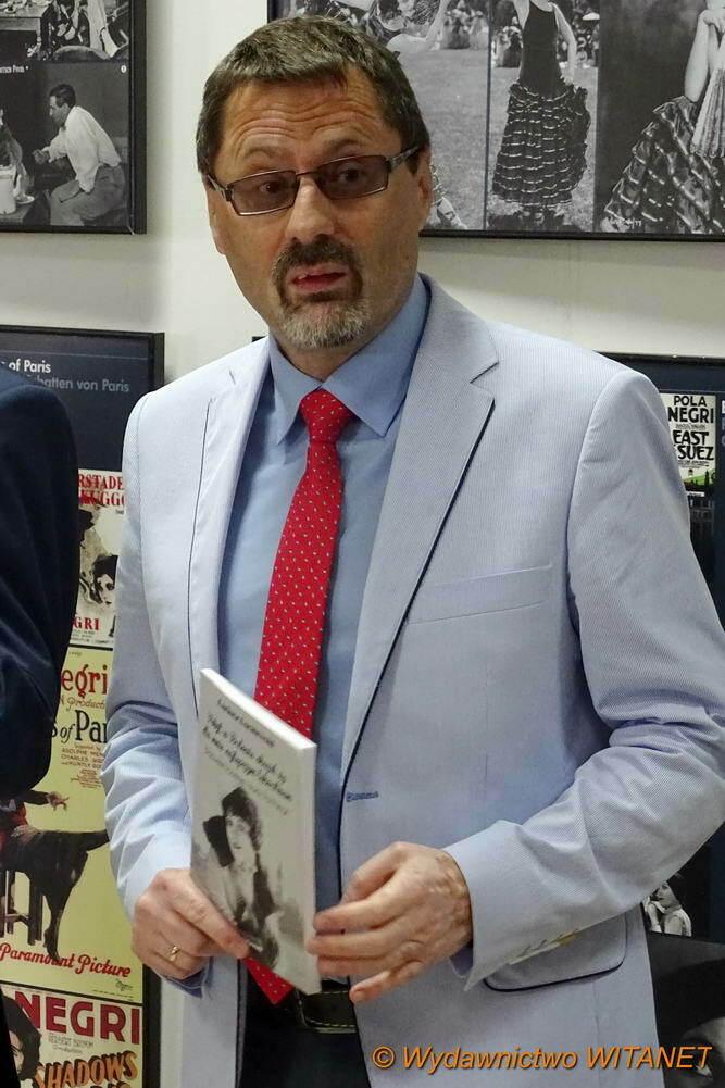 autor z książką
