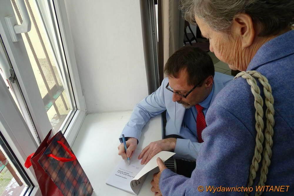 podpisywanie książek